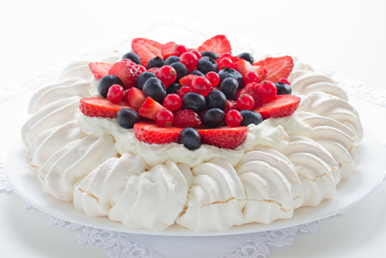 "Cake ""Pavlova"" with cream and berries."